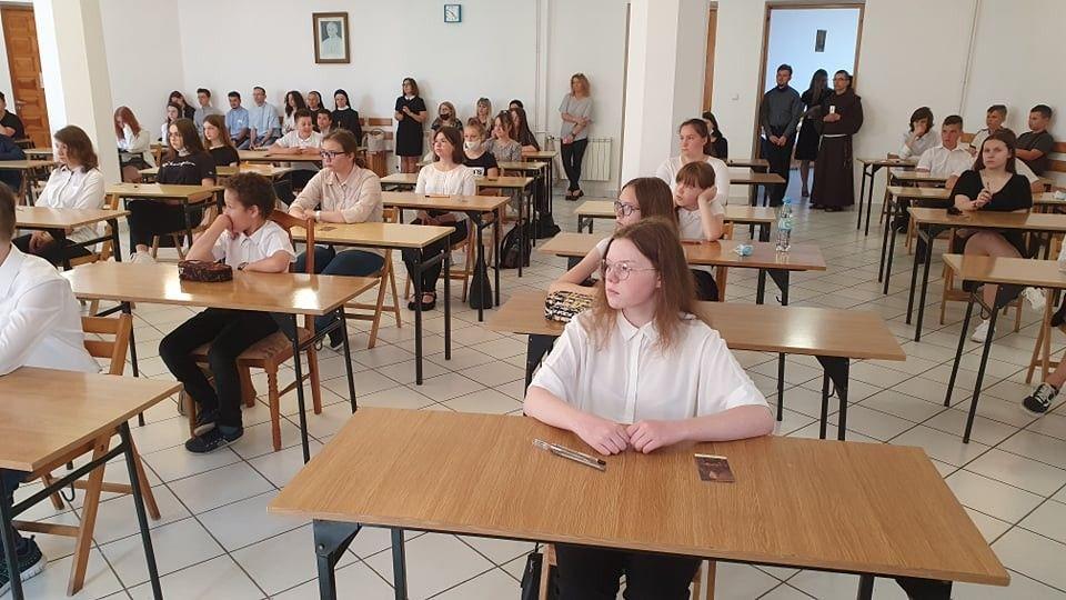 http://szkola.ealeksandrow.pl/files/pl/202135805-1205622203218134-6762519254224650047-n.jpg?noc=1624431407